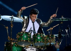 bruno-mars-super-bowl-half-time-photos-0001